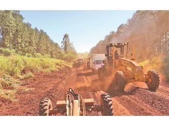 Municipalidad de Curuguaty repara camino