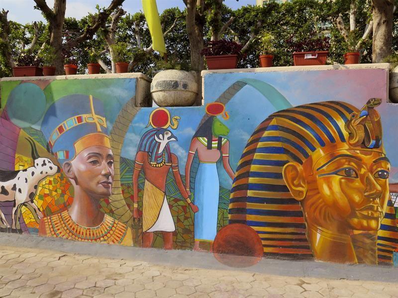 Mural Representa Las Milenarias Civilizaciones Egipcia Y Mexicana En