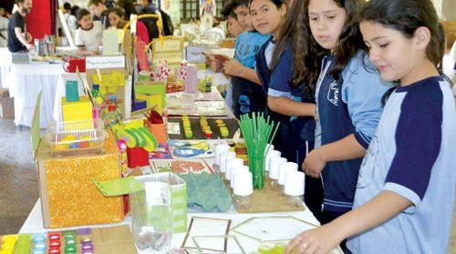 Ninos Aprenden Matematicas Con Materiales De Productos Reciclados