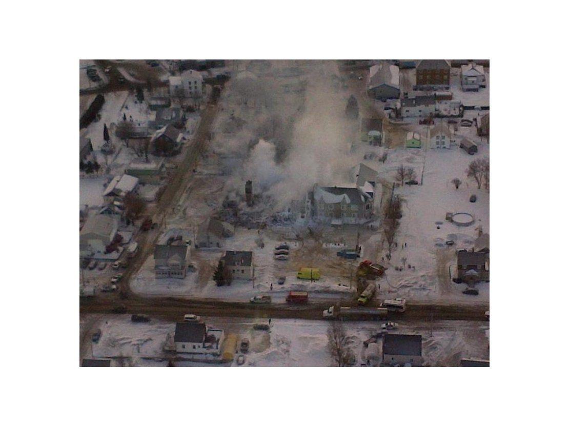 Reanudan la búsqueda de víctimas del incendio en una residencia de ...