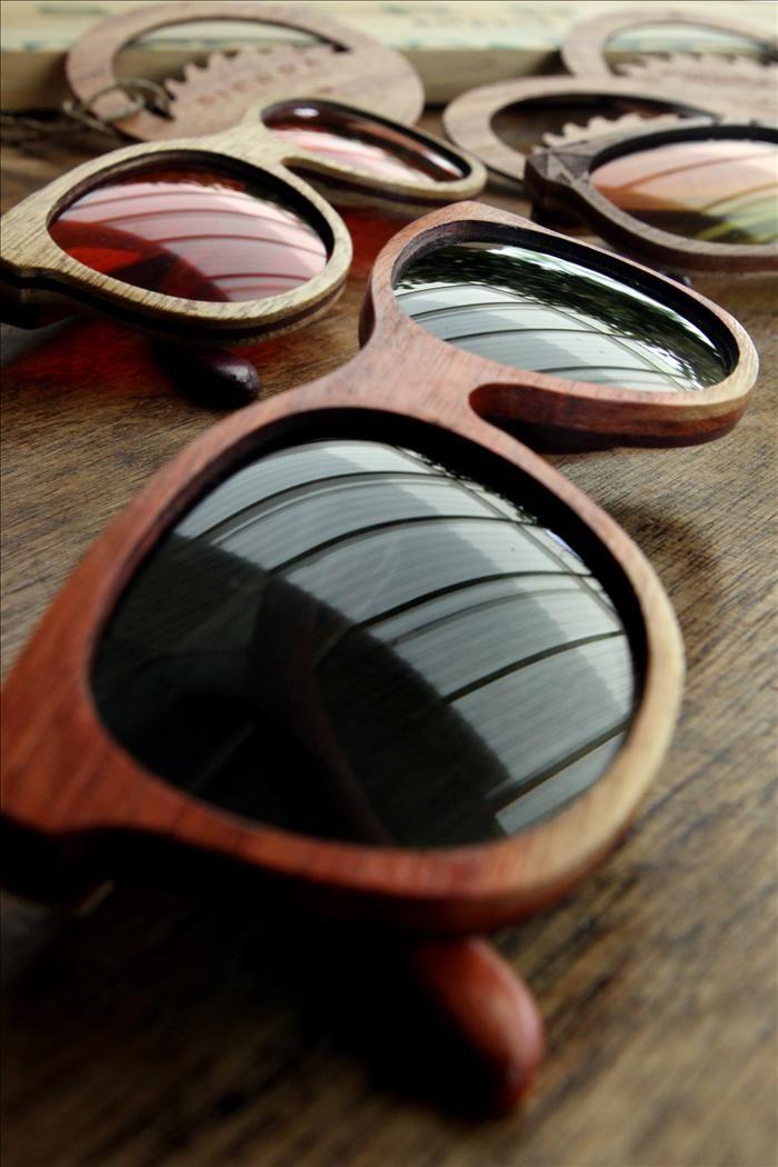 38f3302dcf Fotografía de algunos de los modelos de la marca Sierra para gafas en madera  ideadas por dos jóvenes emprendedoras de Cali (Colombia). COLOMBIA.INN