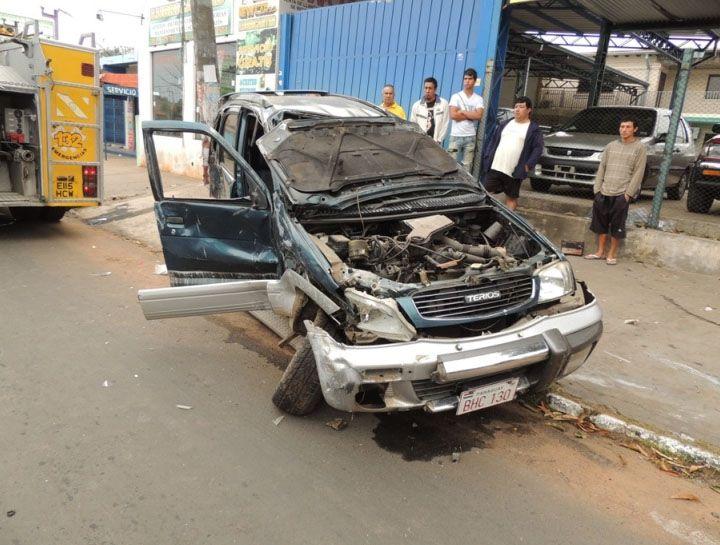 Este vehículo quedó destrozado luego de protagonizar un accidente el fin de semana en Fernando de la Mora | César Orué