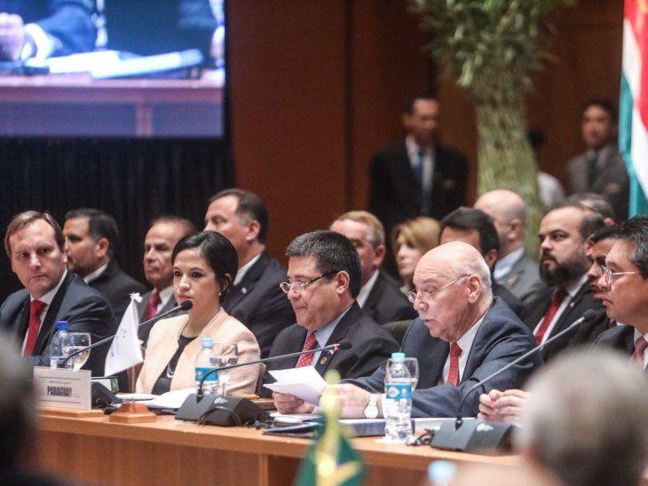 Cartes abrió el debate de presidentes en Asunicón.