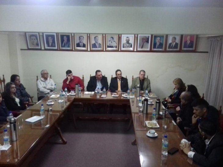 Los senadores cartistas manifestaron su apoyo a los familiares de los policías caídos en Marina Cué.