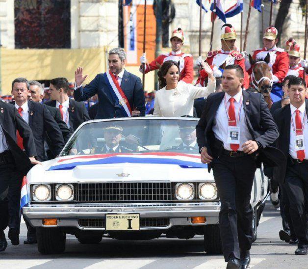 Mario Abdo Benítez siguió la tradición y usó el automóvil Chevrolet Caprice en los actos de traspaso de mando.