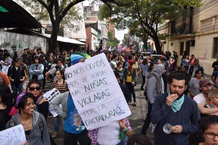 Manifestantes hicieron llegar a Mario Abdo Benítez sus reclamos principales.