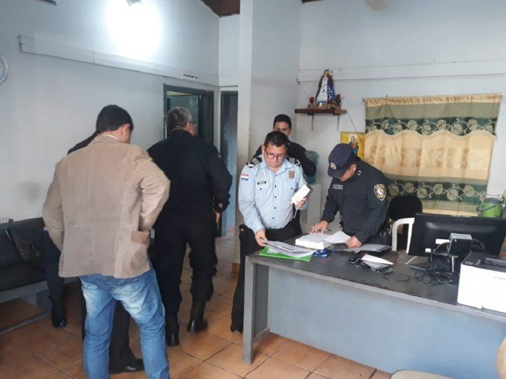 La Fiscalía allanó la Comisaría 1ª de Ciudad del Este y ordenó la detención del comisario y tres suboficiales.