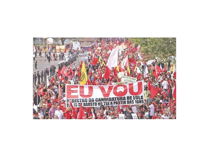 Lula encarcelado lidera la intención de voto en Brasil y arrasa