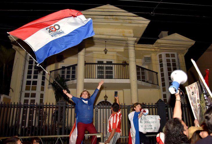 Las manifestaciones se realizan hace dos semanas frente a la vivienda de González Daher.