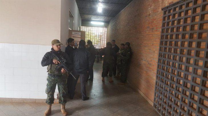En el Hospital de Concepción se constató el fallecimiento de uno de los uniformados.