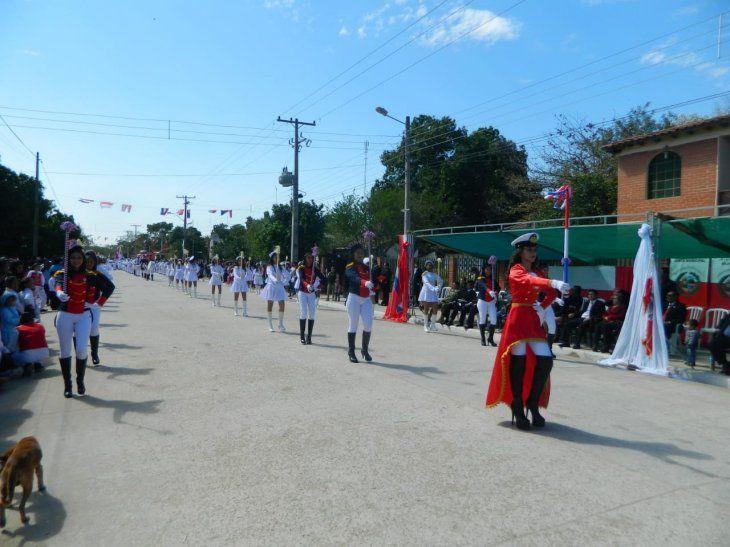 El desfile cívico se realizó durante la mañana de este sábado.