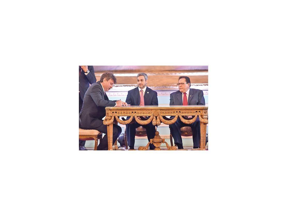 González Daher debe renunciar por el bien del partido, dice Marito