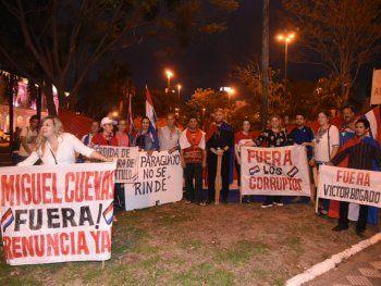 Los ciudadanos se reunieron en la Plaza de Armas para escrachar a Carlos Portillo y Miguel Cuevas.