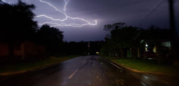 La Dirección de Meteorología e Hidrología anuncia lluvias y tormentas eléctricas.