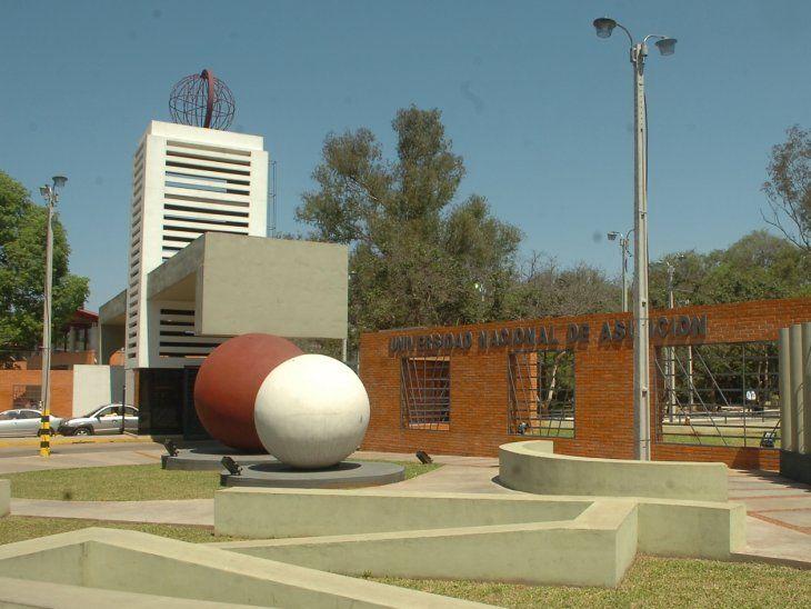 Fachada del Campus de la Universidad Nacional de Asunción, en San Lorenzo.