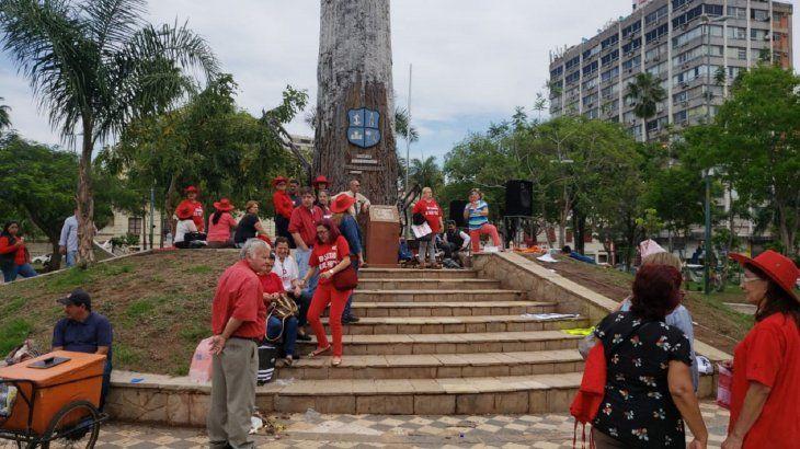 Adeptos del Partido Colorado, también se manifestaron en la Plaza de Armas.