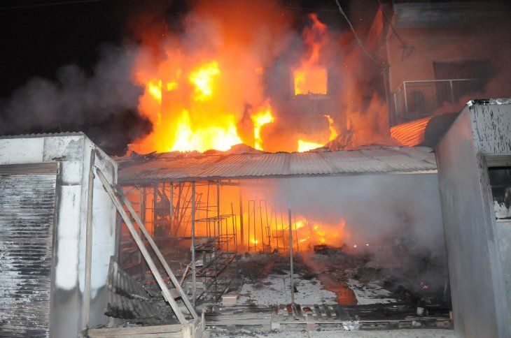 Incendio de gran magnitud afecta al mercado de Nanawa.