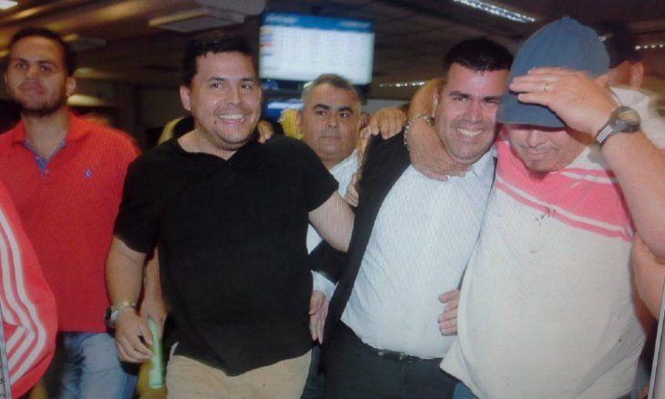 Julián Vega fue recibido por familiares y simpatizantes.
