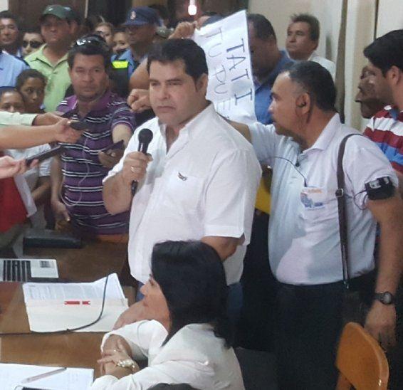 Alejandro Urbieta no entregó el expediente requerido por la comunicadora.