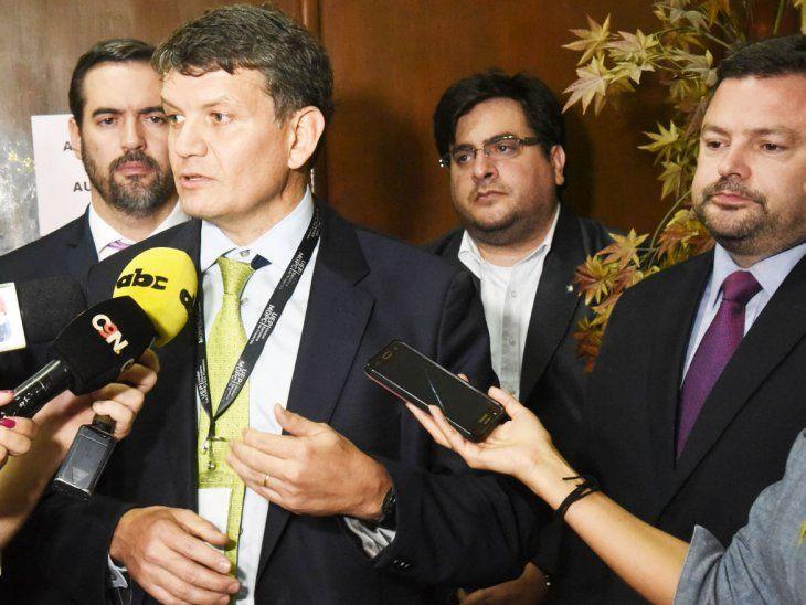 Voceros.  El gerente del Metrobús, Óscar Stark, y el procurador Sergio Coscia informaron sobre las negociaciones.