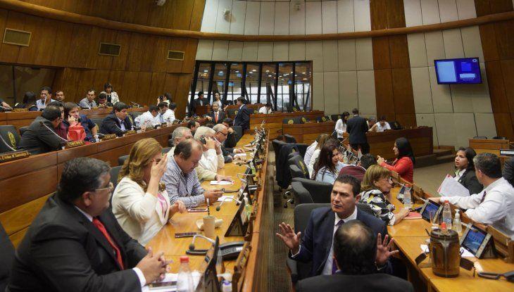 Corporativismo.  Intendentes de distintos puntos del país se reunieron ayer con los diputados de Asuntos Municipales.