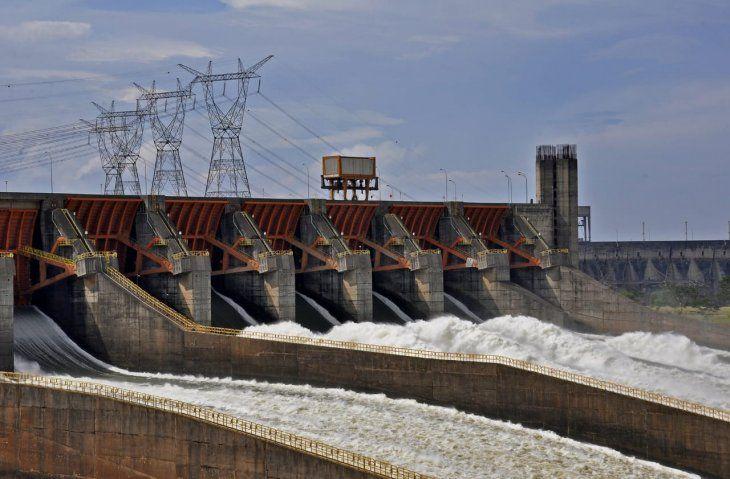 La Itaipú Binacional prevé cerrar 2018 con una producción de energía récord de 96