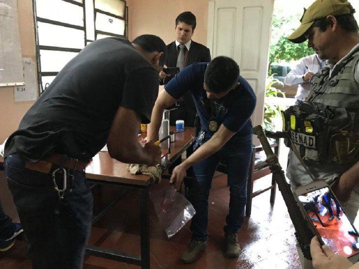 <p>1 kilo y 210 gramos de cocaína fueron encontrados en latas de durazno en almíbar y envases de filtropara automóviles.</p>
