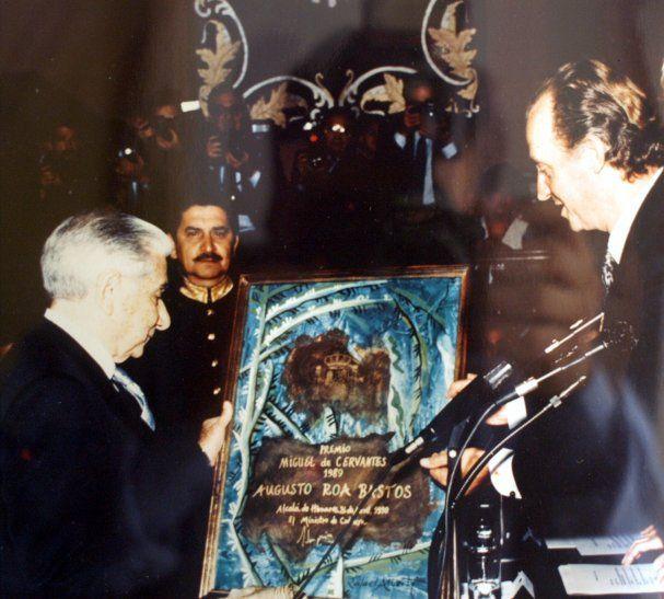 El Gobierno de España le concedió el Premio Cervantes al escritor paraguayo Augusto Roa Bastos.
