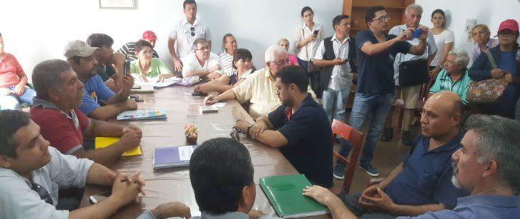 Reunión. Ciudadanos de Concepción mantuvieron un encuentro con concejales para pedir la intervención y renuncia del intendente Alejandro Urbieta.