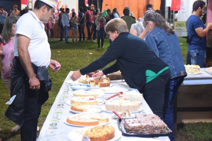 <p>Durante la fiesta, se ofreció una variedad de tortas artesanales.</p>
