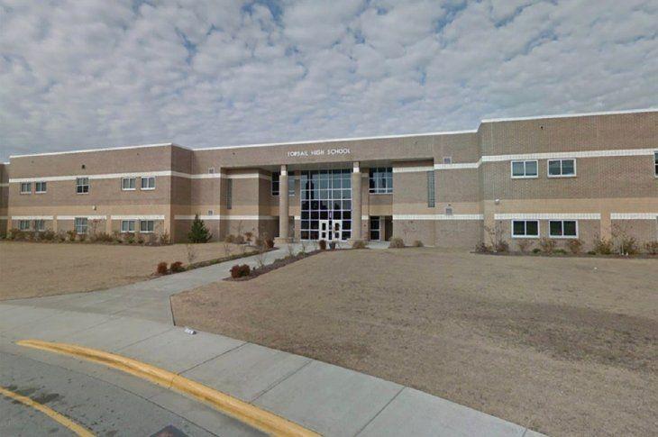 Falsa alarma en Carolina del Norte por supuesto atacante armado en secundaria
