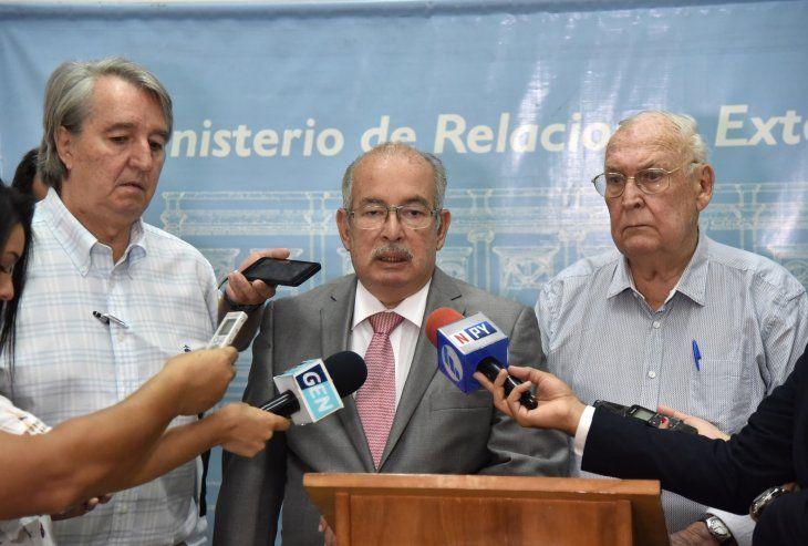 Conferencia de prensa en la Cancillería tras detención ilegal de buque paraguayo.