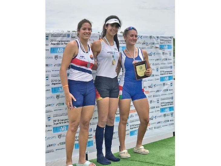 Campeona. Nicole Martínez (c) consiguió oro en remo.