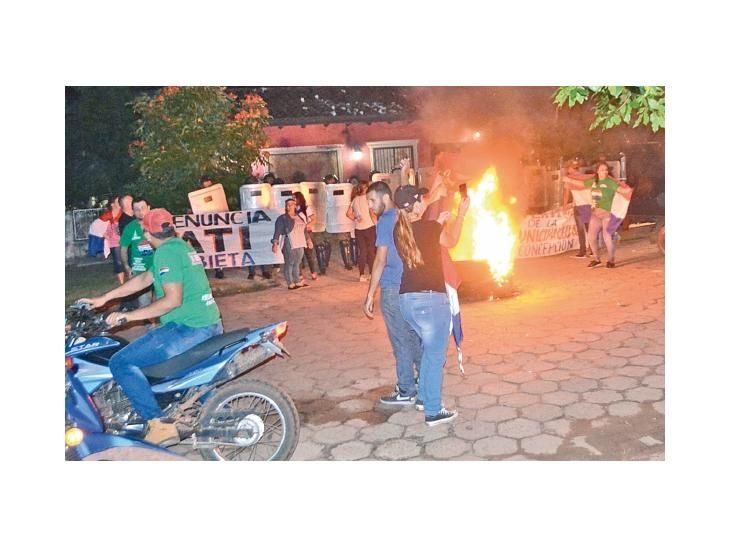 Protestas. Los reclamos contra el intendente Alejandro Urbieta van subiendo de tono.