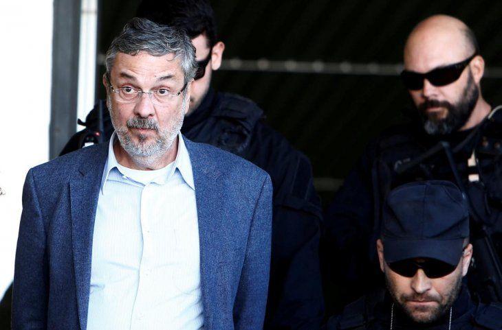 Exministro asegura que entregó dinero a Lula