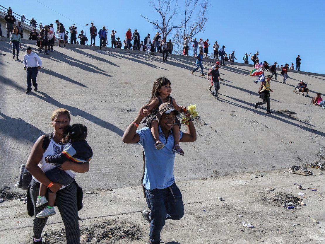 Resultado de imagen para Migrantes se dividen entre quienes vuelven a sus países y quienes van a EEUU