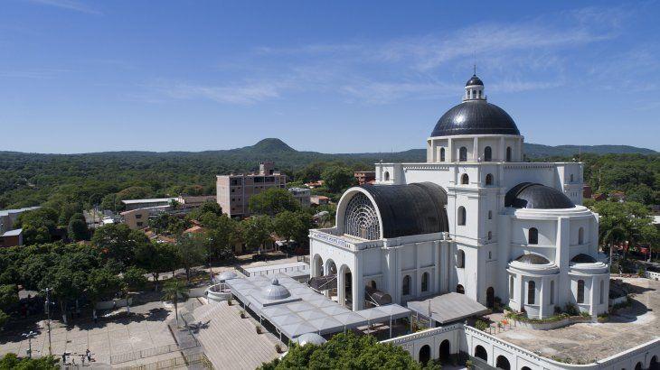Cada 8 de diciembre es tradicional que miles de feligreses visiten la Basílica Menor de la Virgen de Caacupé.