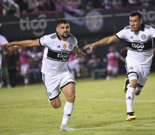 Campeones otra vez. Juan Patiño celebra su gol