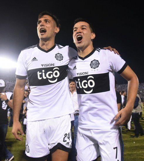 La dupla. Roque Santa Cruz y Néstor Camacho son los principales referentes ofensivos del técnico Daniel Garnero.