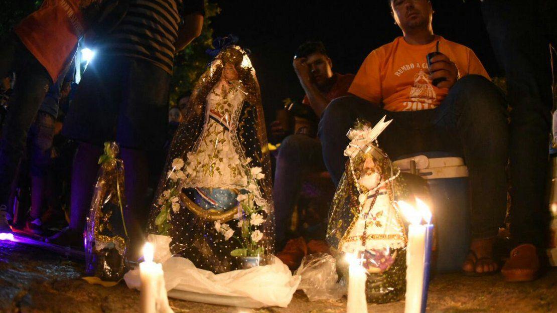 La fe en la Virgen de Caacupé mueve a promeseros