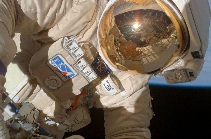 Los cosmonautas rusos Oleg Kononenko y Serguéi Prokópiev concluyeron caminata en el espacio.