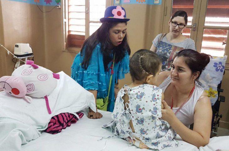 Solidarios. Narradores y escritores locales visitan cada año los hospitales llevando cuentos