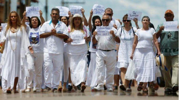 Sanador espiritual brasileño niega haber abusado de 500 mujeres