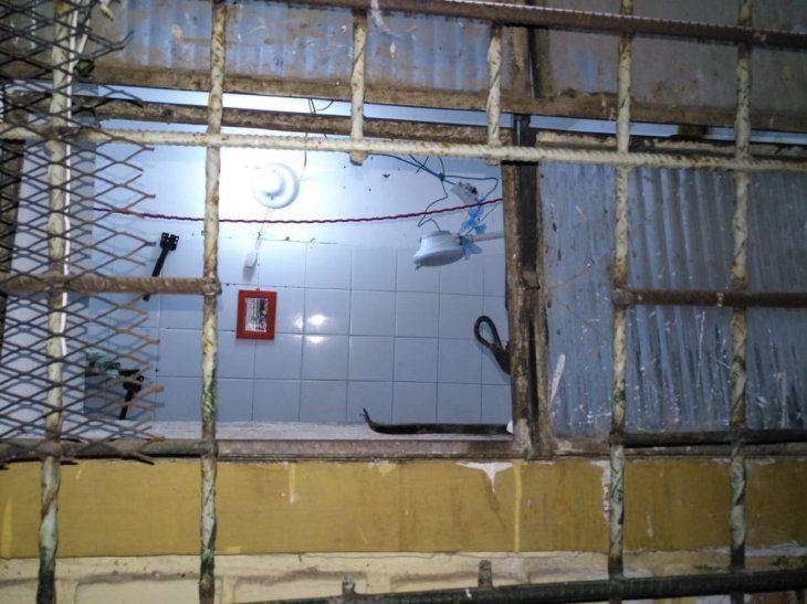 Los miembros del PCC cortaron las varillas de la ventana para concretar la fuga.
