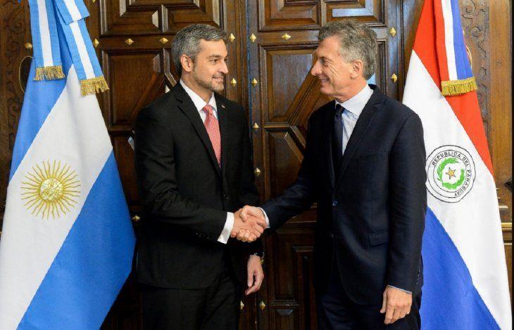 Mario Abdo Benítez junto con el presidente argentino