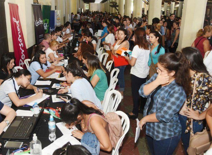 Feria de empleos. Se postularon unas 600 candidatas.