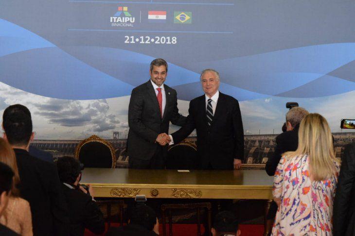 Mario Abdo Benítez y Michel Temer firmaron un acuerdo de entendimiento para autorizar el inicio de la construcción de dos puentes entre Paraguay y Brasil.