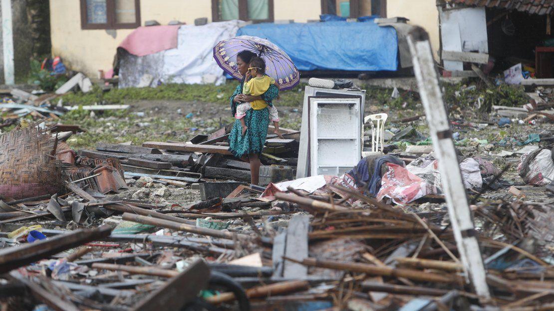 Muertos, heridos y destrozos tras tsunami en Indonesia