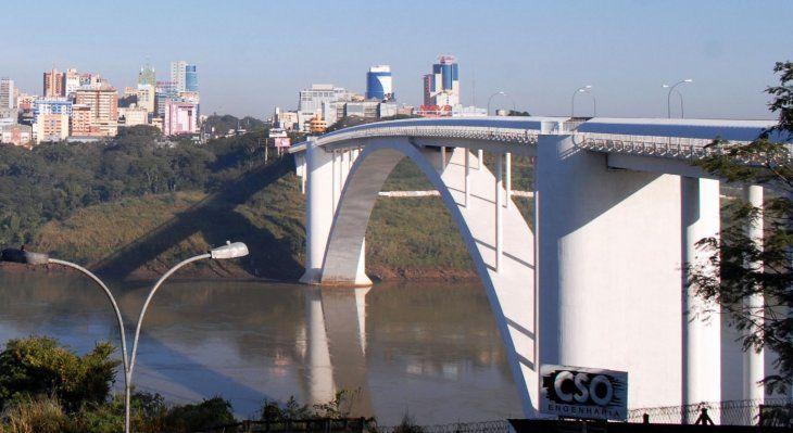 El Puente de la Amistad que une las ciudades de Ciudad del Este y Foz de Yguazú.