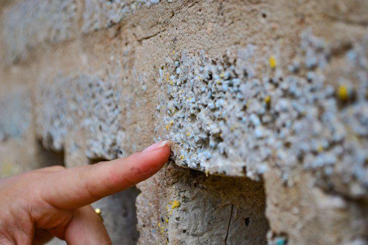 La mezcla de plástico y cemento es resistente a la humedad.